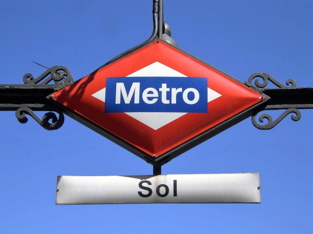 Madrid metro Sol ved sol