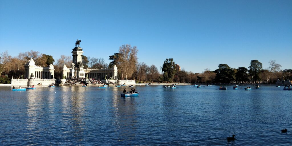 Retiro park hvor der er vand og både