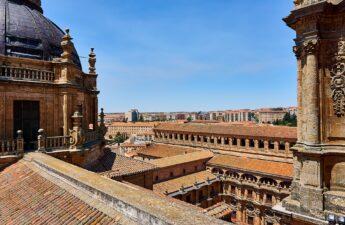 Universitetet i Grandada på en flot solskinsdag - uddannelse i spanien - Alt om Spanien