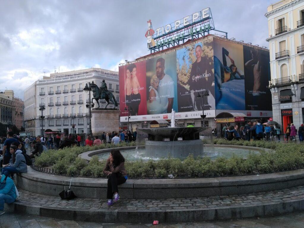 Puerta del Sol Madrids største plads i centrum