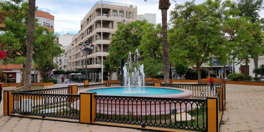 Plaza i torrevieja centrum - spanske byer - alt om spanien