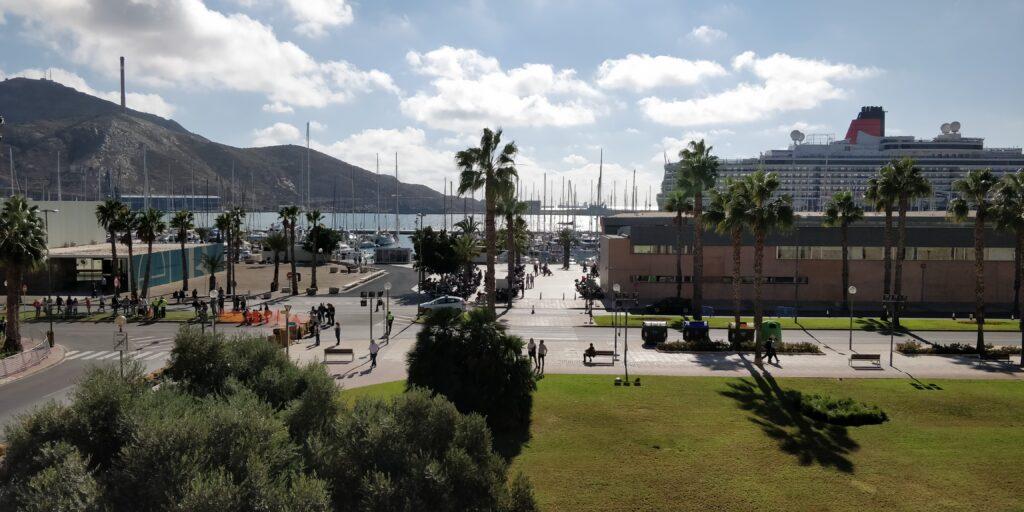 bo i spanien - cartagena på en smuk dag