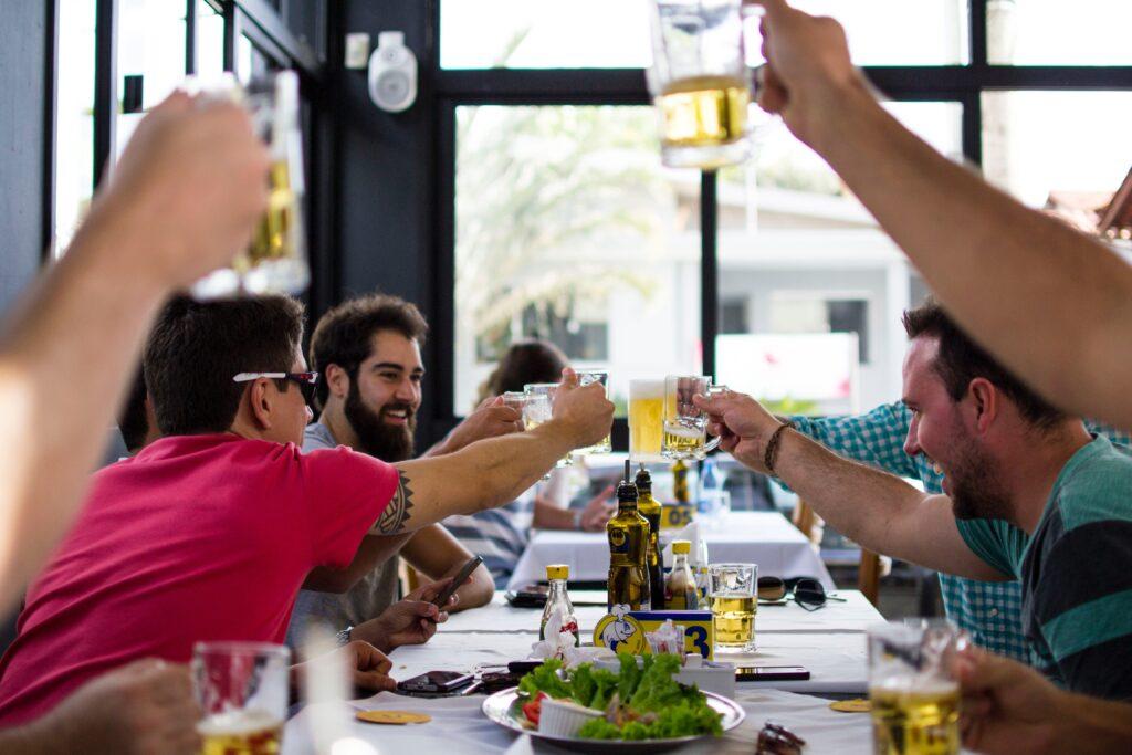 Ung i Spanien | Drinks med venner | Alt om Spanien