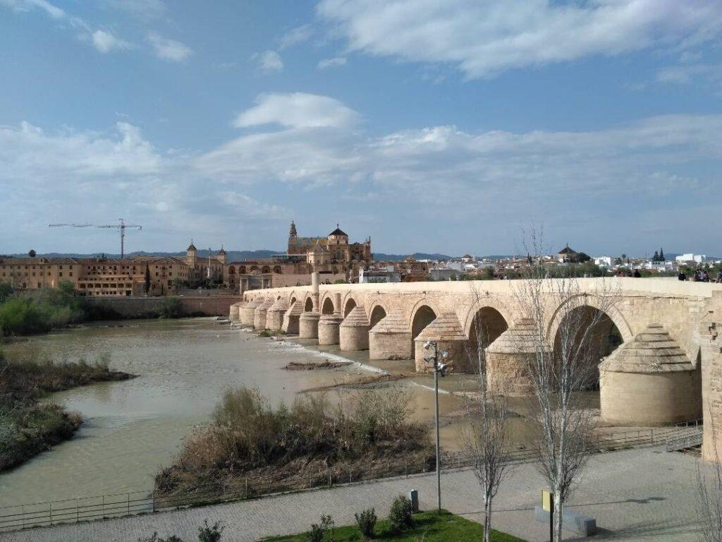 Romanske bro i Cordoba - spanske byer - alt om spanien