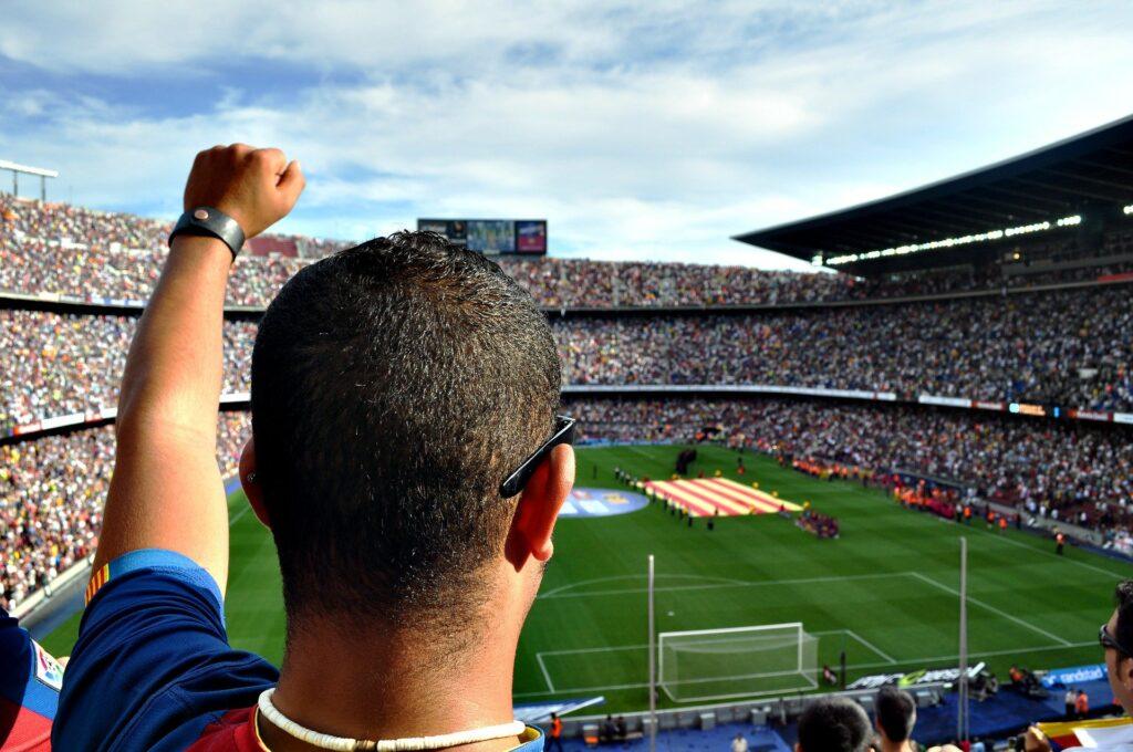 ung i spanien til en fodboldkamp i barcelona | Alt om Spanien