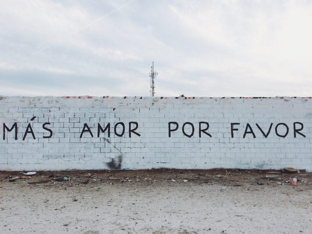 en mur med spansk skrift i Spanien | Alt om Spanien